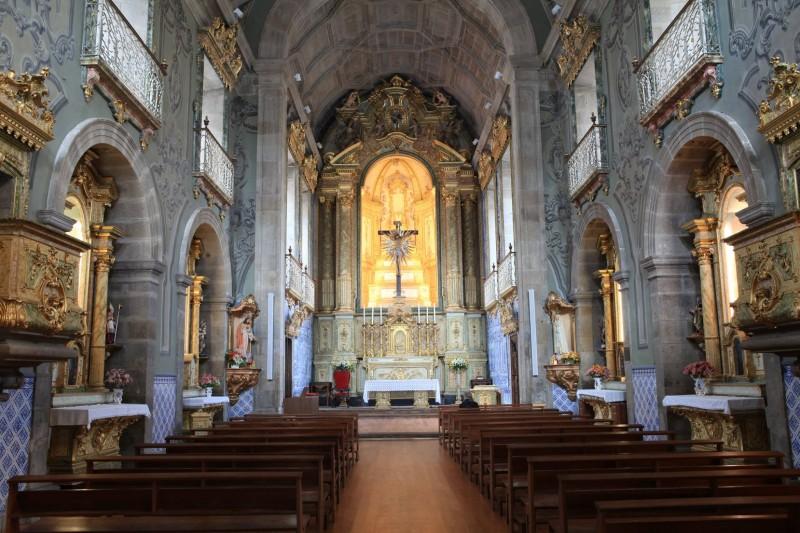 Igreja dos Terceiros guarda  colecção de 'santos de vestir'