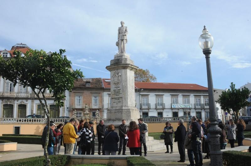 Braga parte à descoberta  de monumentos evocativos