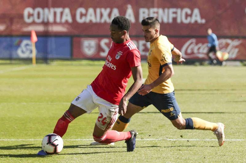Chapéu de Ibrahima carimba reviravolta frente ao Benfica B