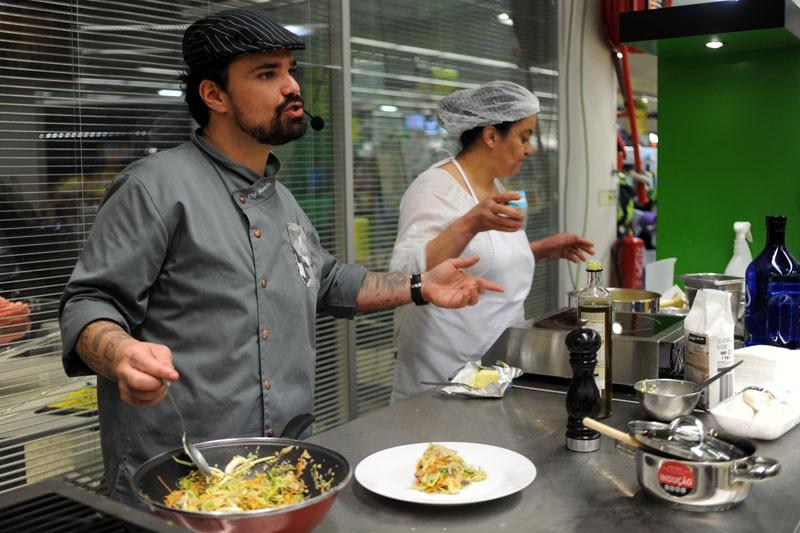 'Tempero musical' dá dicas e receitas para melhorar refeições lá em casa