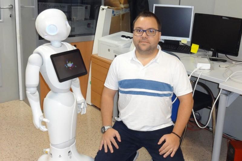 Robot 'Pharos' promove envelhecimento activo e combate solidão