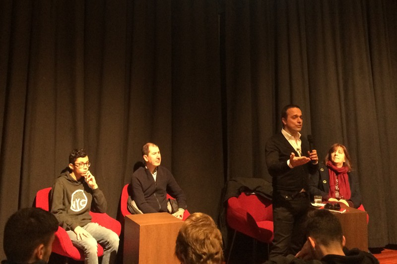 Deputado Hugo Pires exortou jovens da Escola Sá de Miranda ao exercício da cidadania