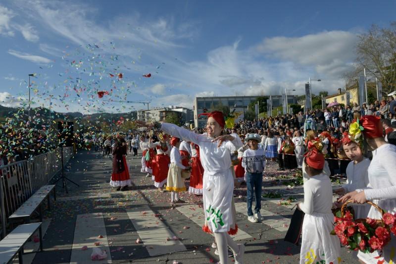 Milhares de pessoas em Celorico de Basto durante a XVI Festa Internacional das Camélias
