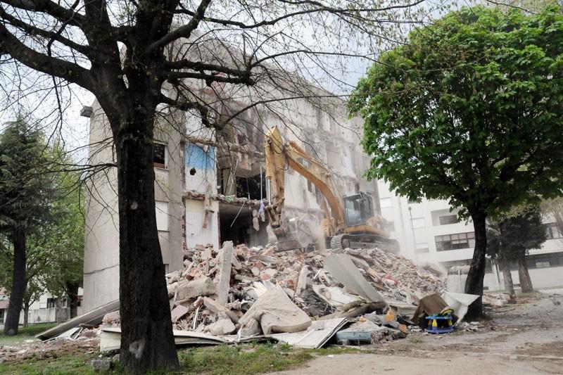 Demolição do último prédio no Bairro dos Falcões abre caminho aos TUB
