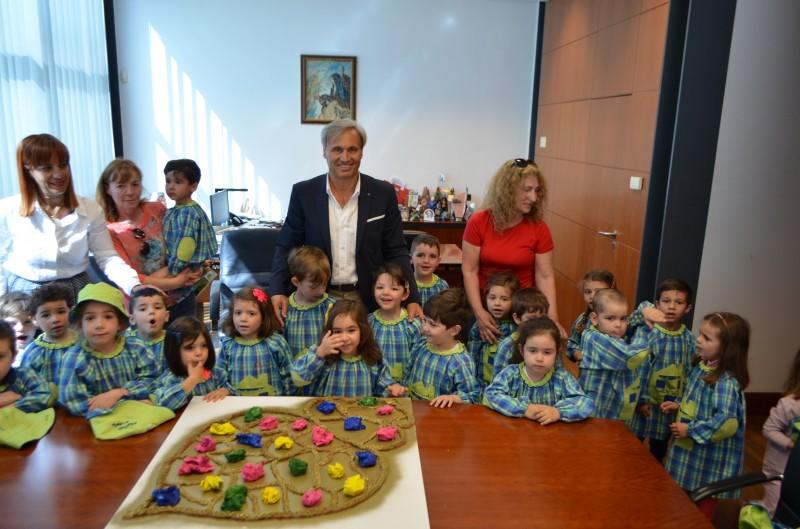 António Cardoso recebeu alunos do pré-escolar da Escola Básica Domingos de Abreu
