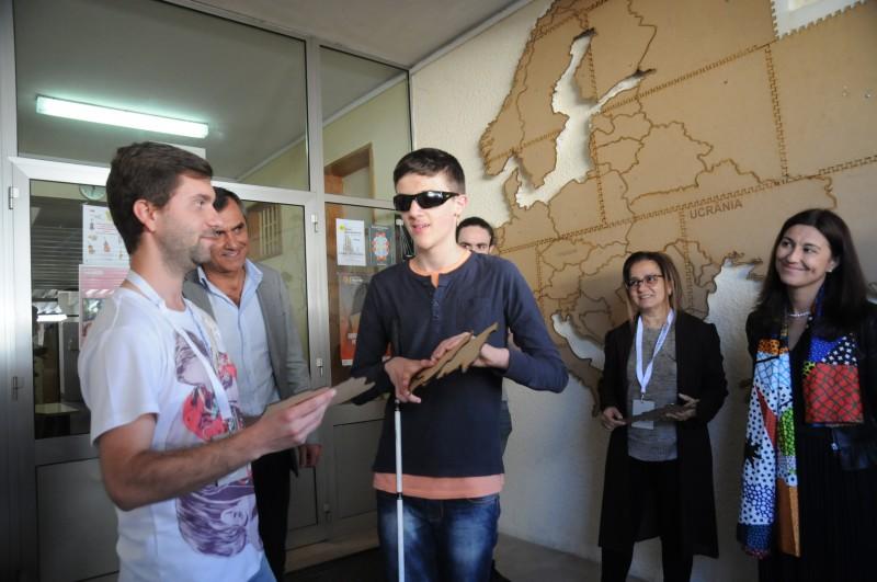 Universitários criam jogos inovadores  para alunos cegos e de baixa visão