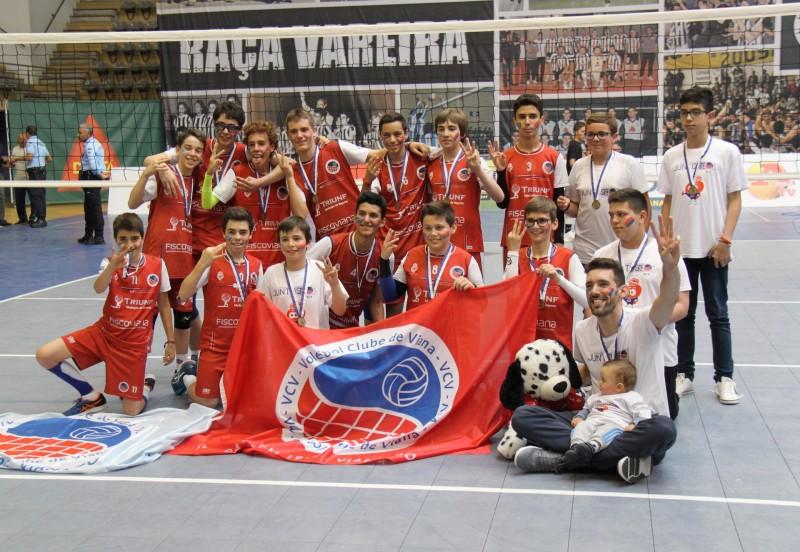 Infantis do Voleibol Clube de Viana no pódio nacional