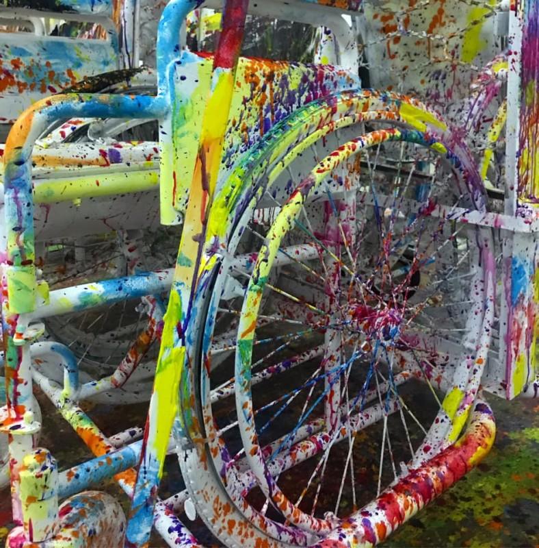 Peça de arte em exposição no Largo do Toural a partir de equipamentos adaptativos