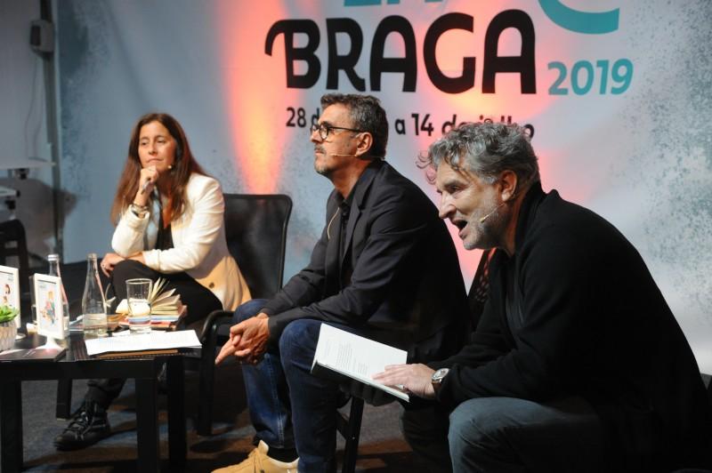 Poesia de Filipa Leal cativa público no Espaço DST da Feira do Livro de Braga