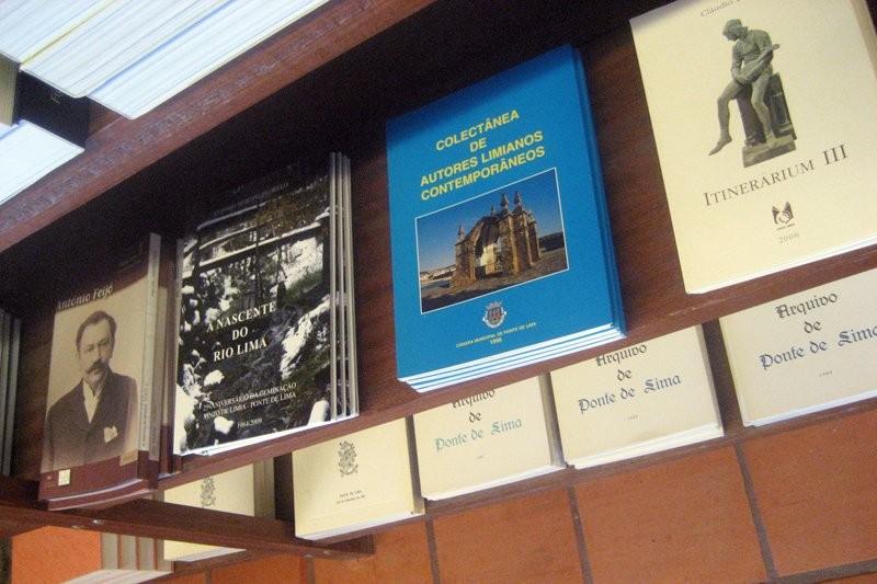 Feira do Livro volta com milhares de títulos e novidades literárias
