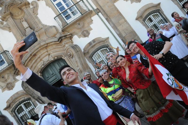 Praça do Município acolhe  danças folclóricas do mundo