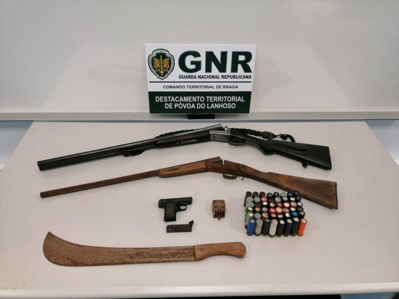 GNR Amares faz apreensão de 85 munições e 4 armas por violência doméstica