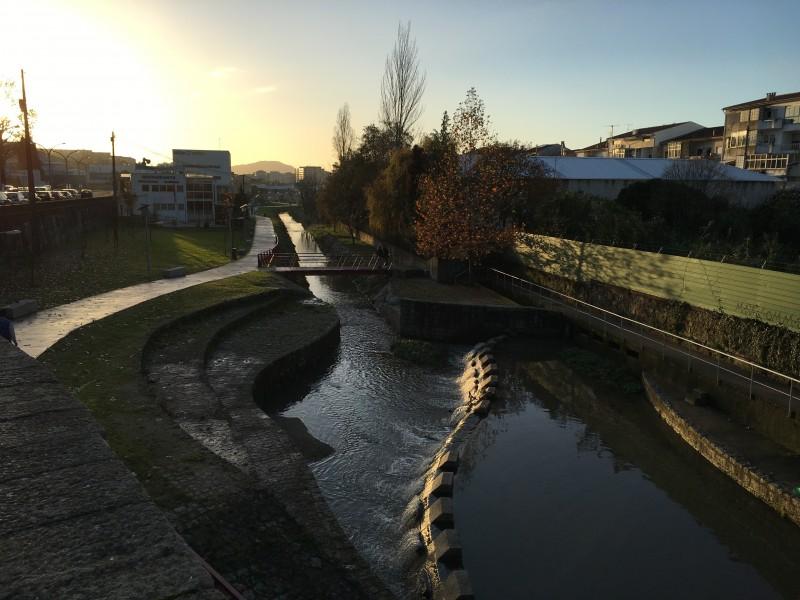 Adoptado por alguns, o rio que nasce  e percorre a cidade tem que ser de todos