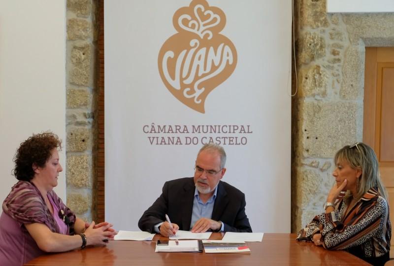 Milhares de peças do espólio do fotógrafo José Manuel Dias entregue à Câmara Municipal de Viana do Castelo