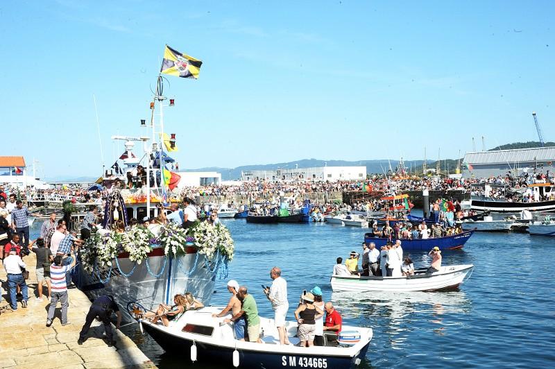 Mar de gente assistiu à tradicional  procissão dos pescadores