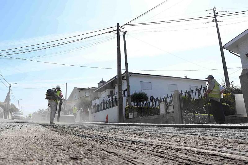 Autarquia repavimenta Estrada Municipal entre Ruivães e Novais