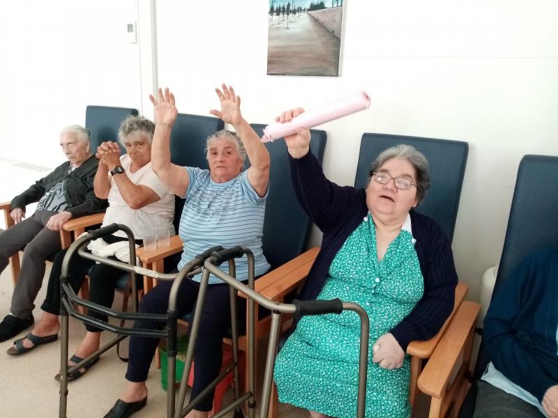 """Utentes da Santa Casa de Vila Verde criam """"equipa de ginástica"""" para envelhecer felizes"""