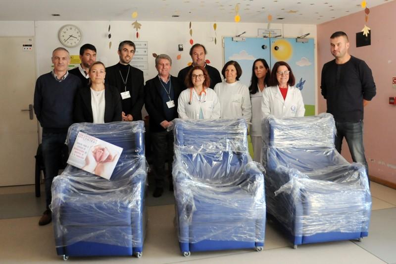 Associação de Vermoim doa três cadeirões à Neonatologia do Hospital de Famalicão