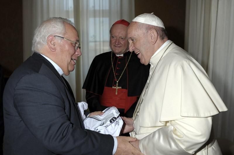José Antunes ofereceu camisola do Vitória SC ao Papa Francisco