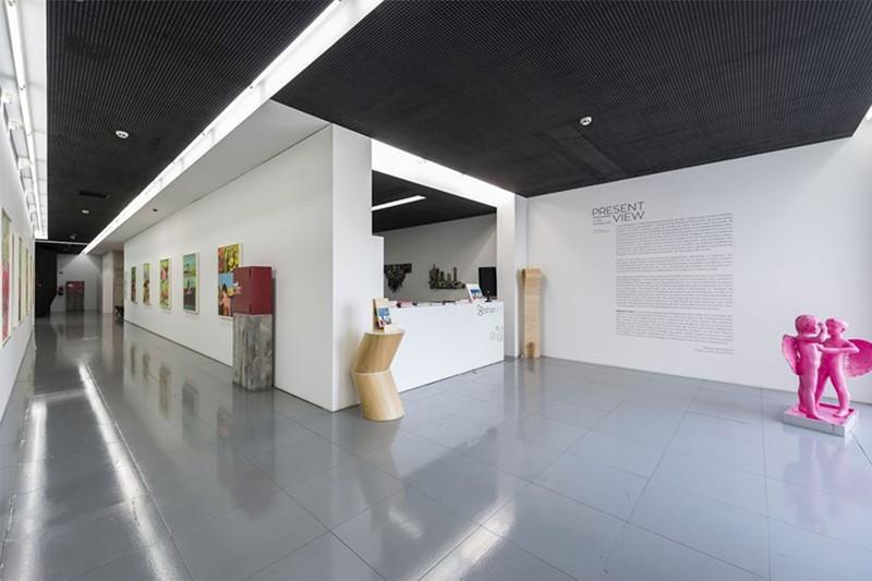 Exposição colectiva apoia jovens alunos e artistas