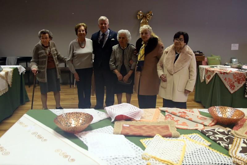Trabalhos feitos por utentes da Irmandade de Santa Cruz são um sucesso em exposição de Natal