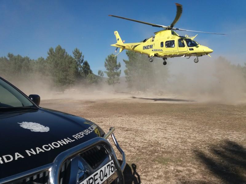 Evacuado de helicóptero após queda em obra