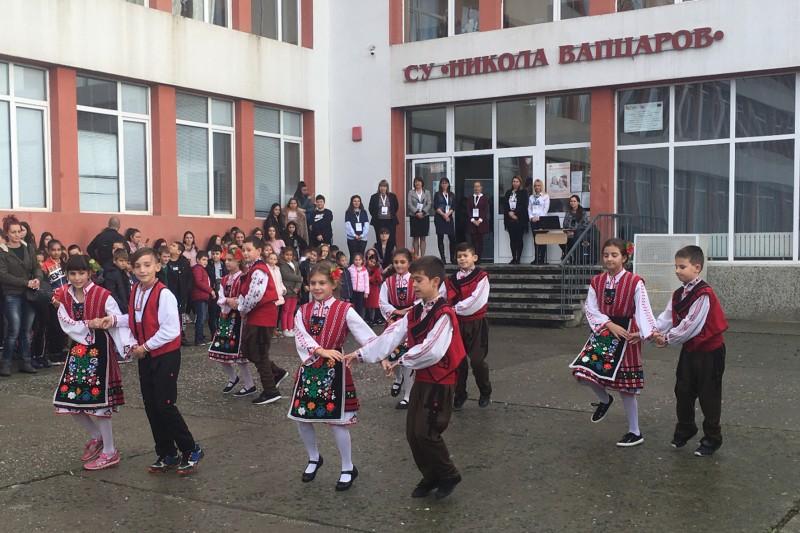 Dança e canções tradicionais levam professoras do Agrupamento de Escolas de Maximinos à Bulgária