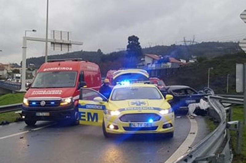 Jovem de 18 anos morreu em despiste na A7