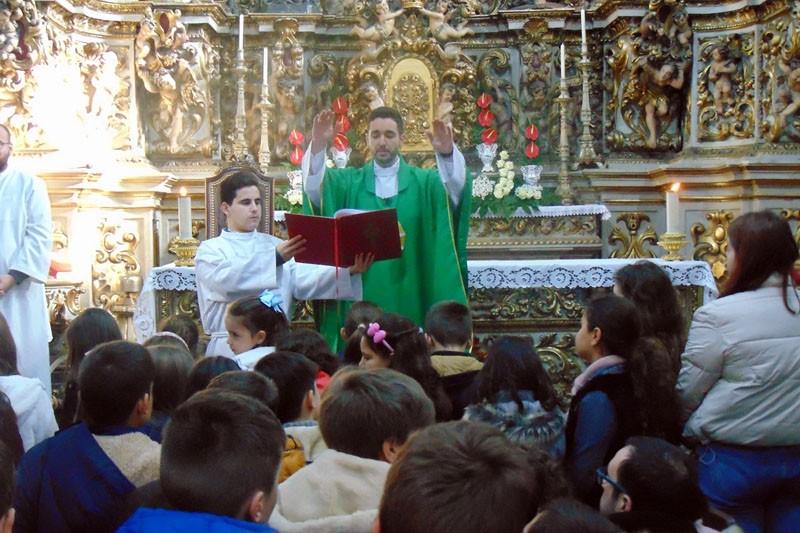 S. Vicente abençoou crianças contra doenças