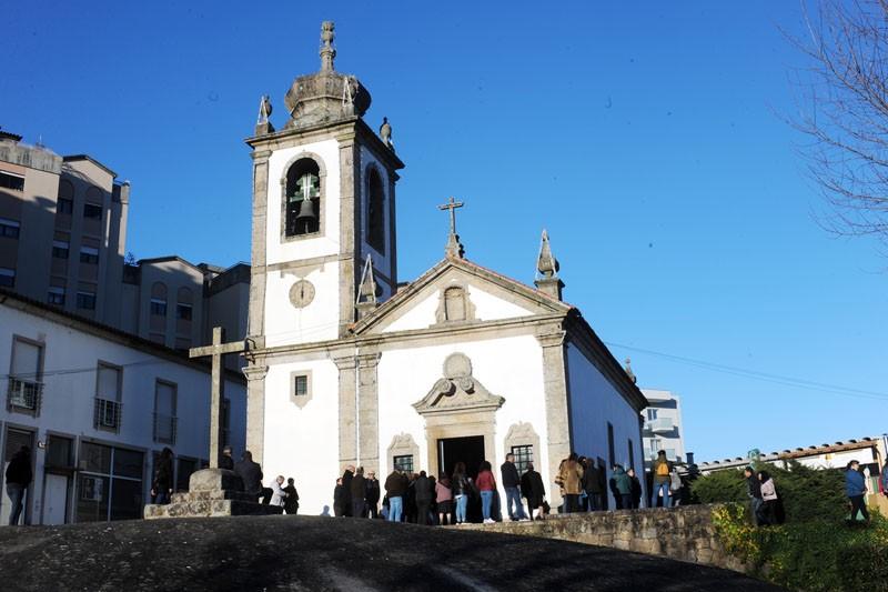 Fé chama fiéis à Igreja de S. Sebastião