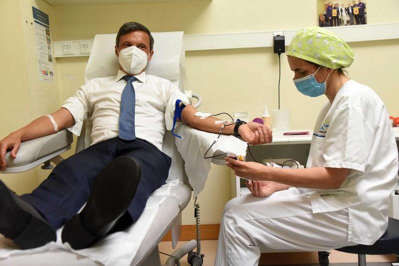 Paulo Cunha dá sangue para sensibilizar