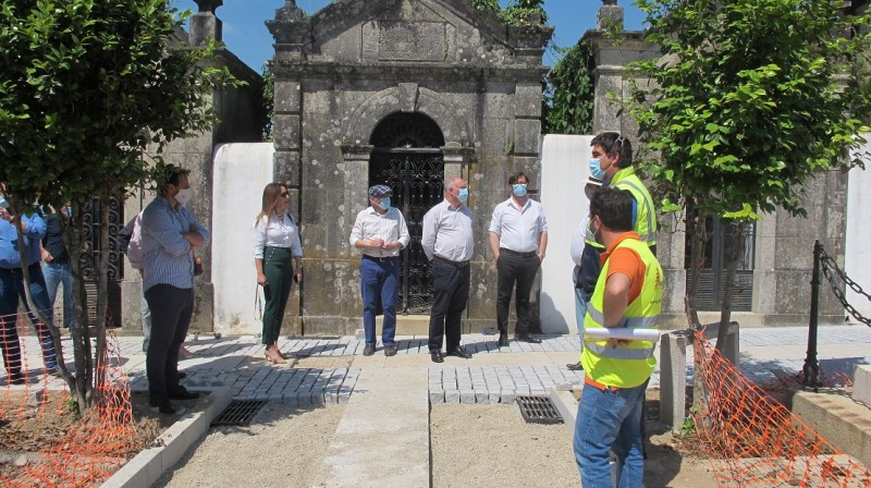 Executivo Municipal de Ponte de Lima visitou as obras de remodelação do Cemitério Municipal