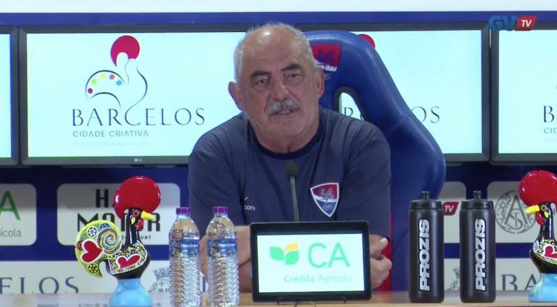 """Vítor Oliveira fala em atletas """"excessivamente condicionados"""""""
