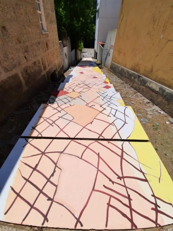 Guimarães: Arte de Mindelis 'dá vida' a escadaria de acesso à Plataforma das Artes