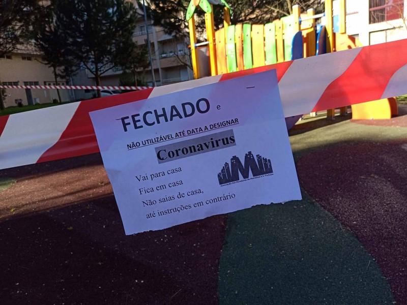 Violações à interdição dos parques infantis  estão a deixar autarcas preocupados