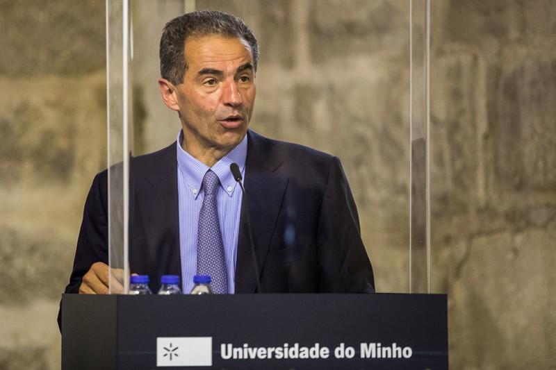 """Ministro do Ensino Superior defende sistema """"presencial"""" no próximo ano lectivo"""