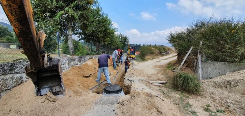 Início de Execução de Rede de Drenagem de Águas Residuais e Pavimentação do CM 2719 de Tabuaças