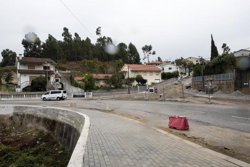 Retificação do entroncamento da Rua das Senras com a Cruz Marmoiral em Revelhe