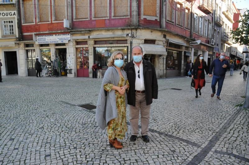 Passeio e compras levam muitos ao centro de Braga