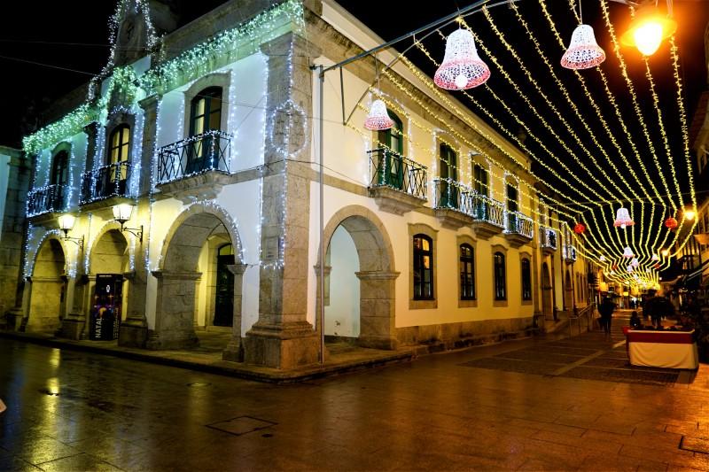 Município de Esposende liga iluminação de Natal e lança medidas de incentivo ao consumo no comércio tradicional