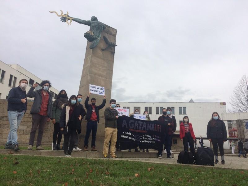 Estudantes exigem apoios para o Ensino Superior