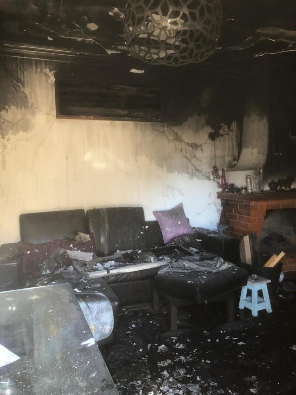Incêndio em habitação desaloja família