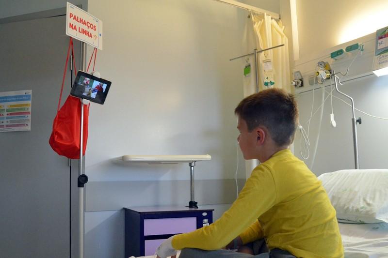 'Palhaços na Linha' escancaram sorrisos no Serviço de Pediatria