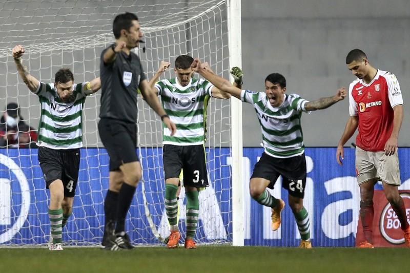 Guerreiros infelizes em Leiria cedem o troféu ao Sporting
