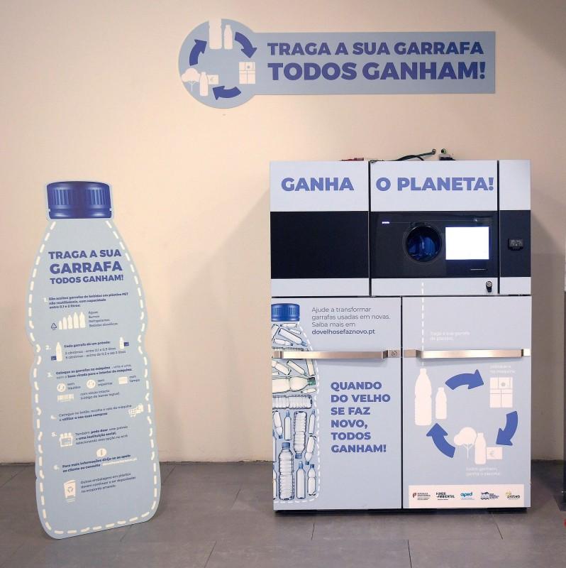Embalagens de plástico 'tornam-se' donativos