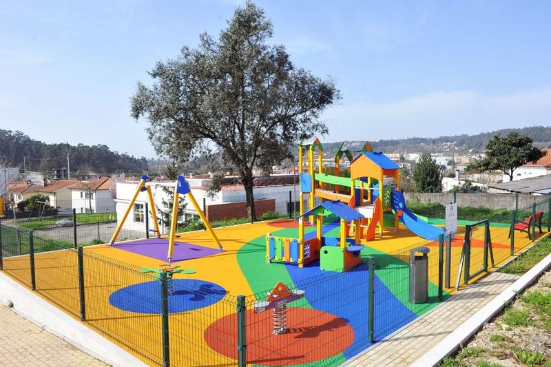 Concluído o novo parque infantil de Fradelos