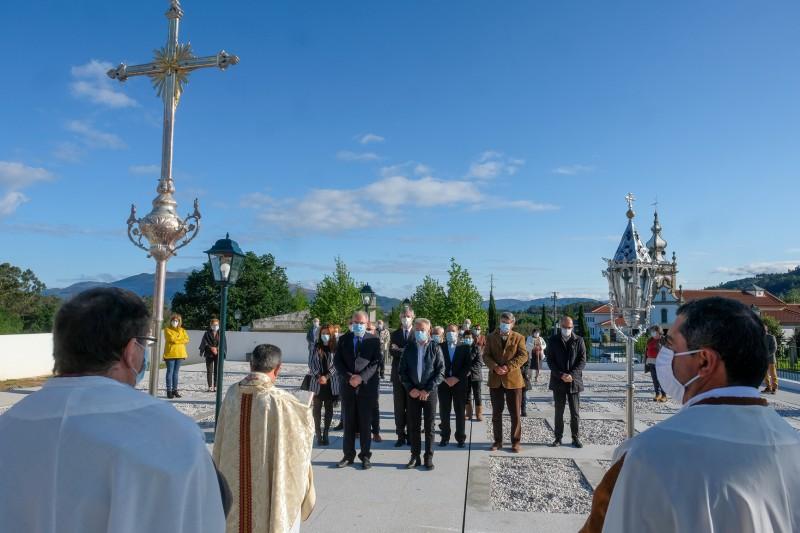 Executivo na bênção da ampliação do cemitério de Santa Maria de Geraz do Lima