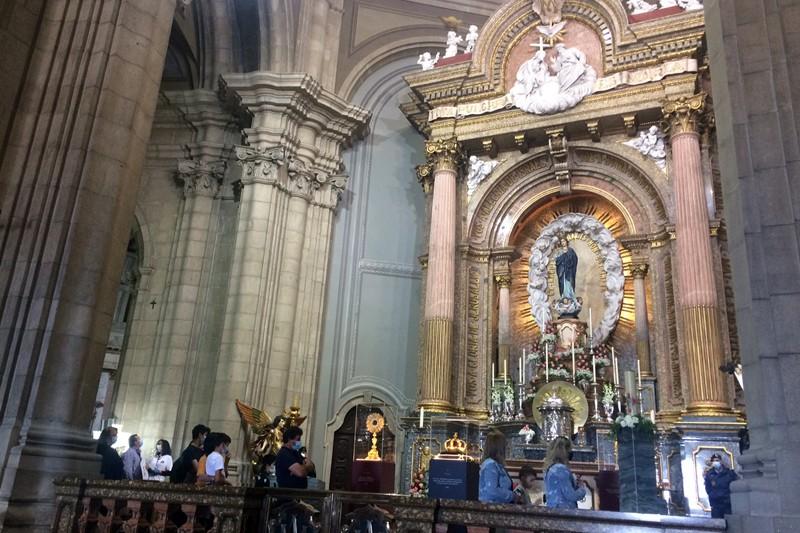 Centenas admiram relíquias oferecidas  à Sra. do Sameiro