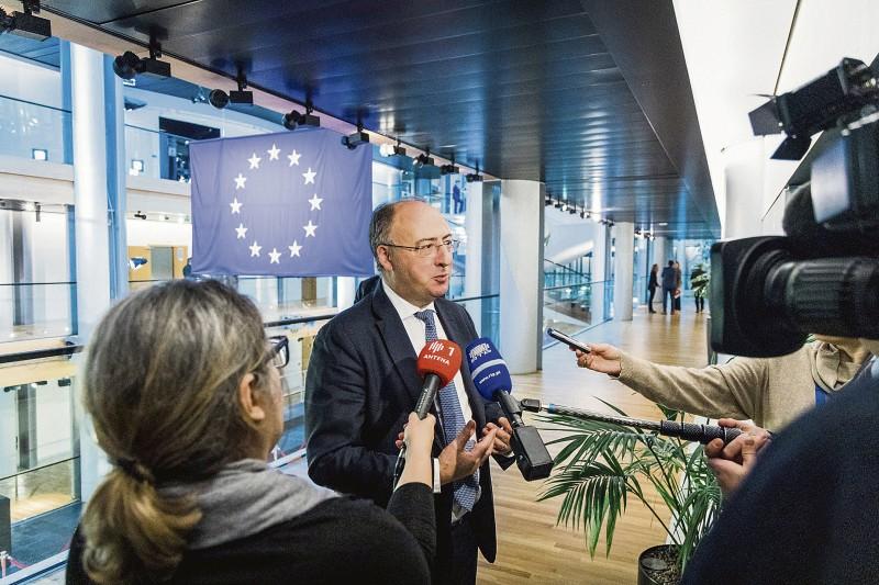 Dia da Europa: Governo tira fundos à economia  para 'engordar' o Estado