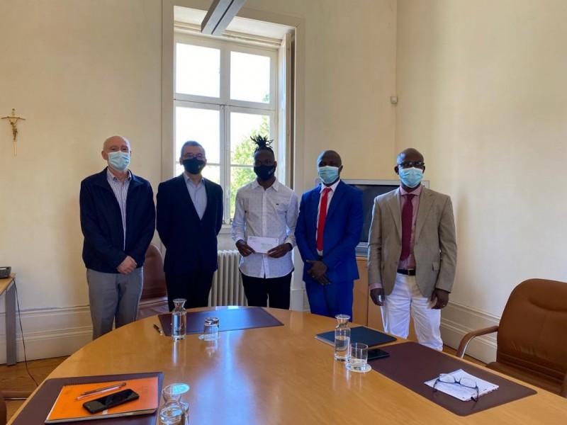 Melhor aluno guineense de Braga recebe prémio de Presidente da Câmara Municipal de Bissau